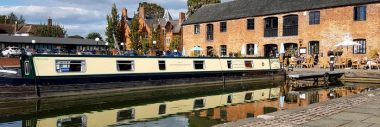 Family narrowboat hire