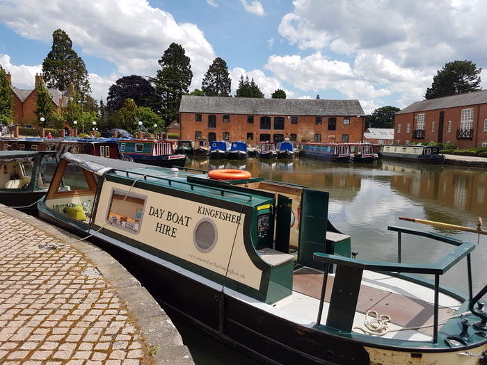Kingfisher day boat hire